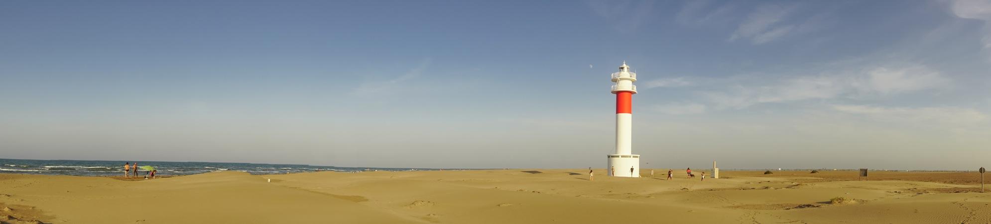 Faro del Fangar en el Delta del Ebro y punta del Fangar