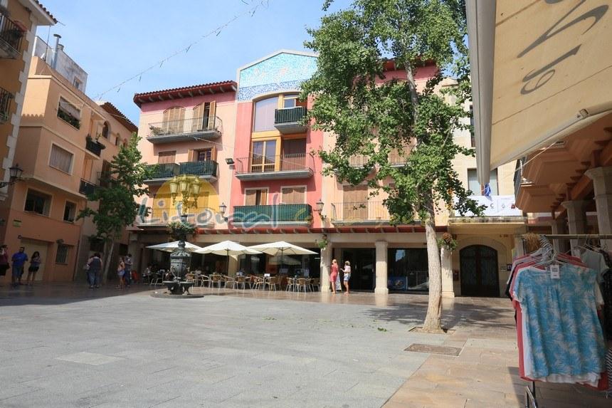 Plaza de España en el casco antiguo de Cambrils