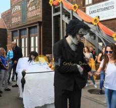 actuaciones en las calles de port aventura