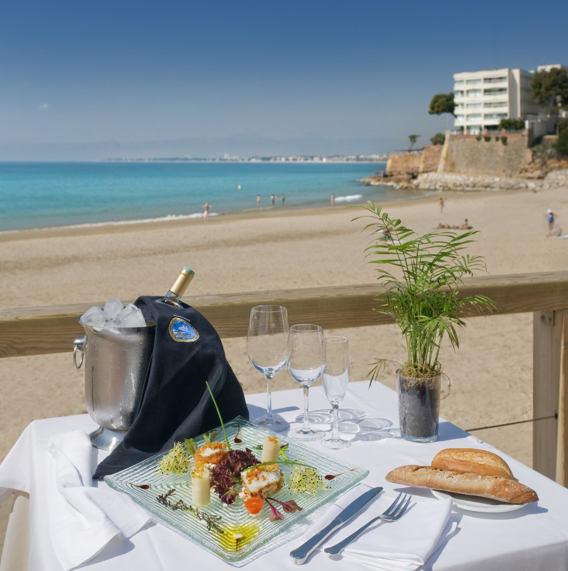 Restaurants in front of the sea on the Costa Dorada