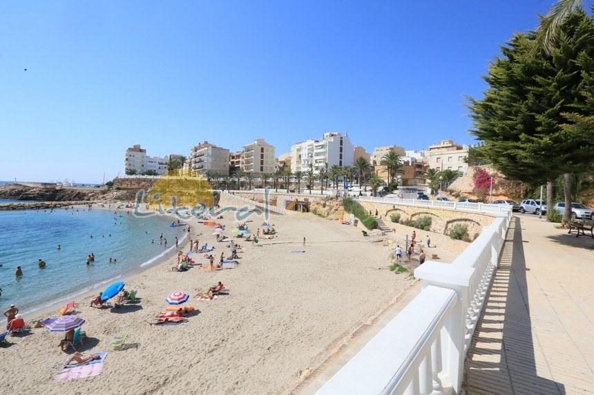 Playa del Alguer en el centro de Ametlla de Mar