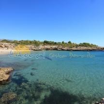 Vista panorámica de la playa Cala Vidre en Ametlla de Mar