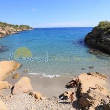 aguas cristalinas en playa del illot