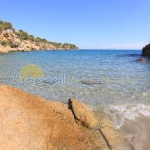 aguas cristalinas en la playa del illot