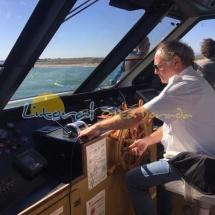 Capintan del barco en la desembocadura del rio ebro