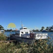 barcos en la desembocadura del rio ebro