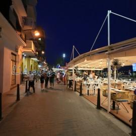 Restaurantes del paseo maritimo y tiendas de Cambrils