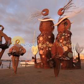 Escultura de las Sirenas en el puerto de Cambrils